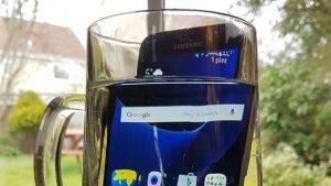 Samsung Galaxy S7 w wodzie. Serwis telefonów w PrestigeGSM Kraków również zamoczonych telefonów