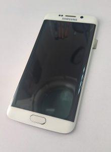 W serwisie telefonów PrestigeGSM szybko i sprawnie wymieniamy wyświetlacze i szybki w Samsungach Galaxy S6 S7 Edge